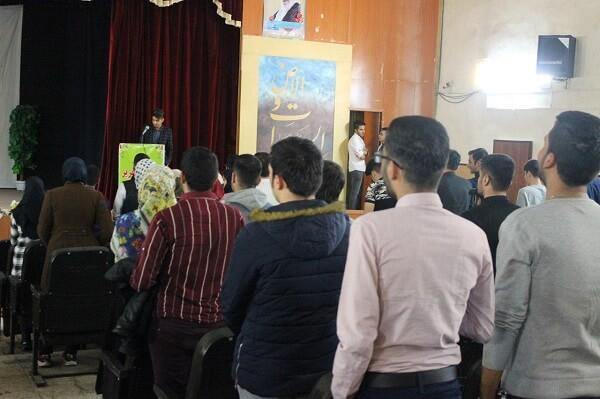 تلاوت قرآن و پخش سرود ملی ایران در همایش کنکور IDN