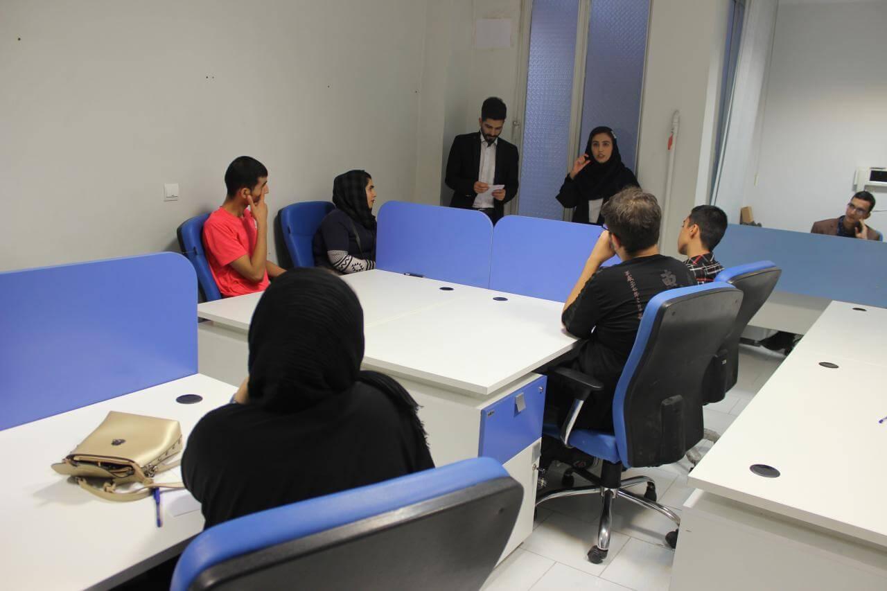 پرسش و پاسخ دانش آموزان حضور یافته در کارگاه مشاوره و برنامه ریزی کنکور IDN در شهر تهران